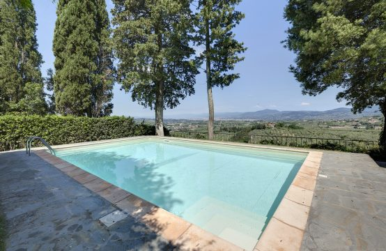 Fascinating Villa in tuscan countryside