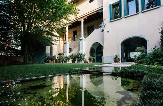 Magnificent medieval palace for sale near Venice