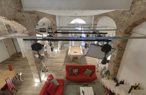 Ref. Tf_Loft: Unique apartment in historic palace